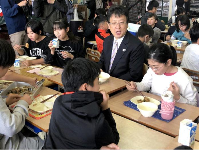 会食の様子(中央は大西一史熊本市長)